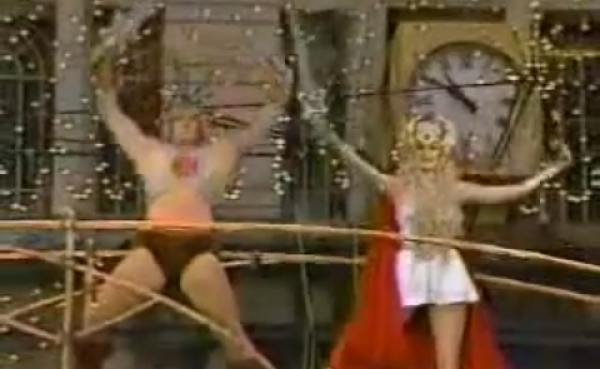 Post image for He-Man and She-Ra Confuse Pat Sajak in the 1985 Macy's Thanksgiving Day Parade